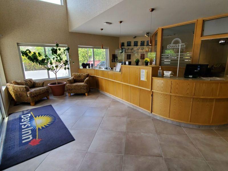 days inn penticton lobby