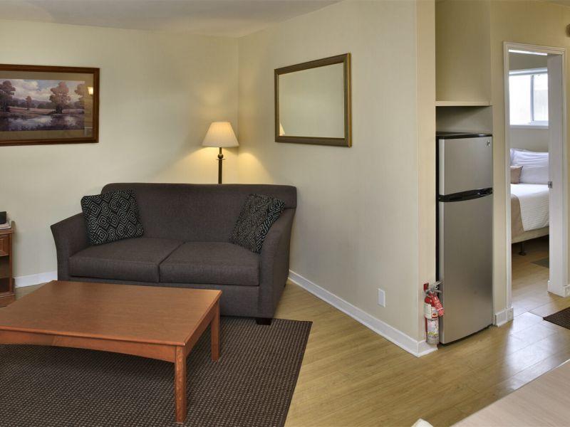 Rochester Resort - 1 Bedroom Living Room