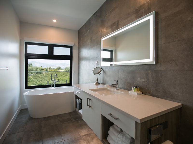 Chardonnay Ensuite at The Inn at Therapy Vineyards